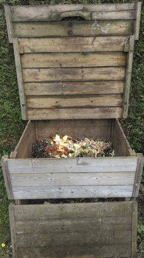Un composteur à biodéchets